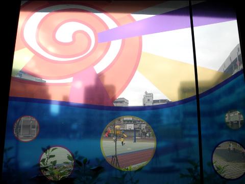 圖片2: A案:「校門公共空間」-成長之歌.童言童語 - 玻璃圖案設計 Song of Growing Up - Glass Pattern Design