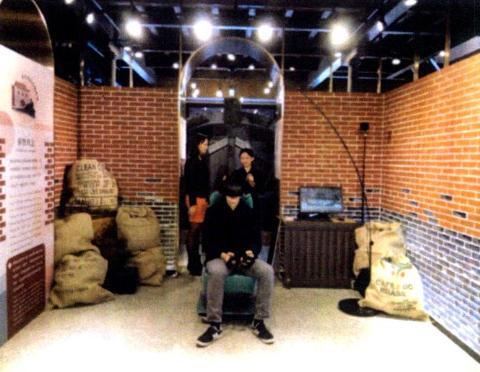 圖片2: A案---疊合現在及過去-臺北西區虛擬實境Beimen VR Tour     (Seeing the Past through the Present: Virtual Reality Tour of West Taipei-the North Gate)