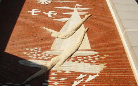 圖片4: 原東門游泳池顏水龍先生浮雕(創作於1969)